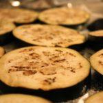 Kızartmadan Fırında Kıymalı Patlıcan Musakka Tarifi