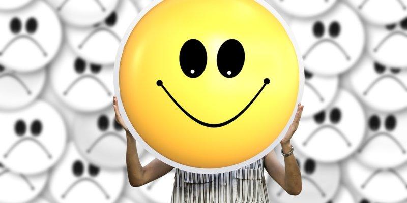 """""""Gülümseyen Depresyon""""a Dikkat: Mutlu Görünürken Depresyonda Olmak Mümkün"""